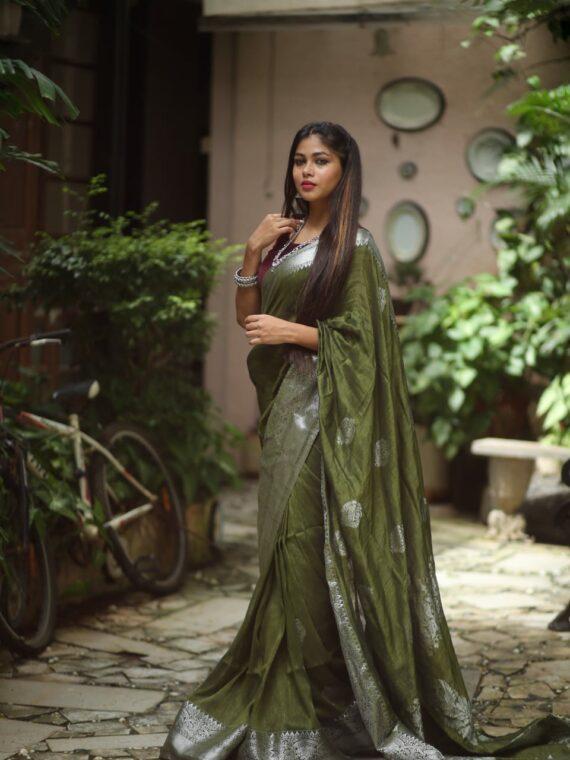 Mesmerizing Mehendi Green Linen Handloom Saree with Banarasi Design (3)