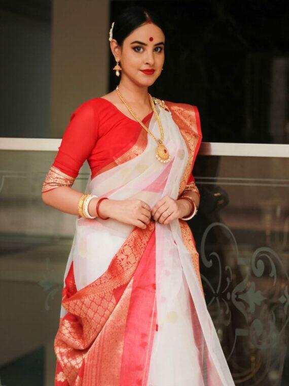 Divine White Red Blend Resham Muslin Silk Jamdani Saree
